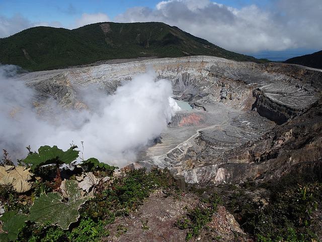 Backpacking in Costa Rica - Volcano Poas