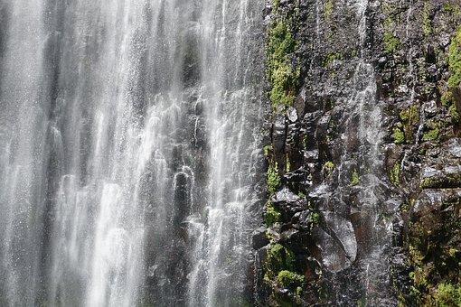 Wasserfall in unbeschreiblicher Landschaft
