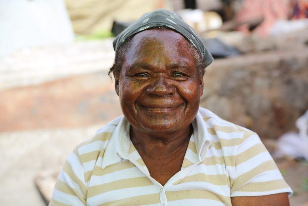 Backpacking in Papua-Neuguinea - Frau